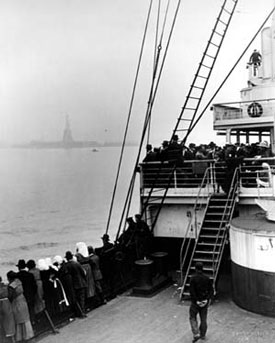 Image of immigrants arriving in New York with the Statue of liberty in the background